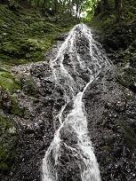 川又観音の滝・ひし形に流れる?