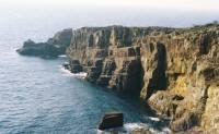 高さ40メートル近い岩壁・南紀白浜